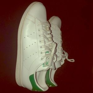 Im selling a pair of white/green stan smith